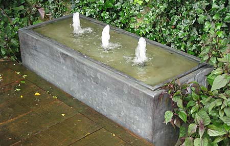 Brimming Water Feature (© Aquapic))